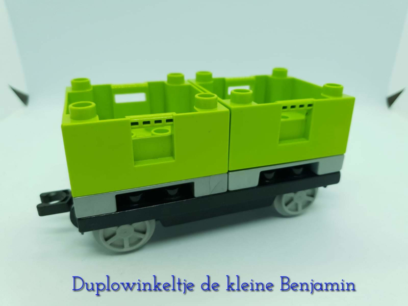 Duplo trein wagon met groene containers