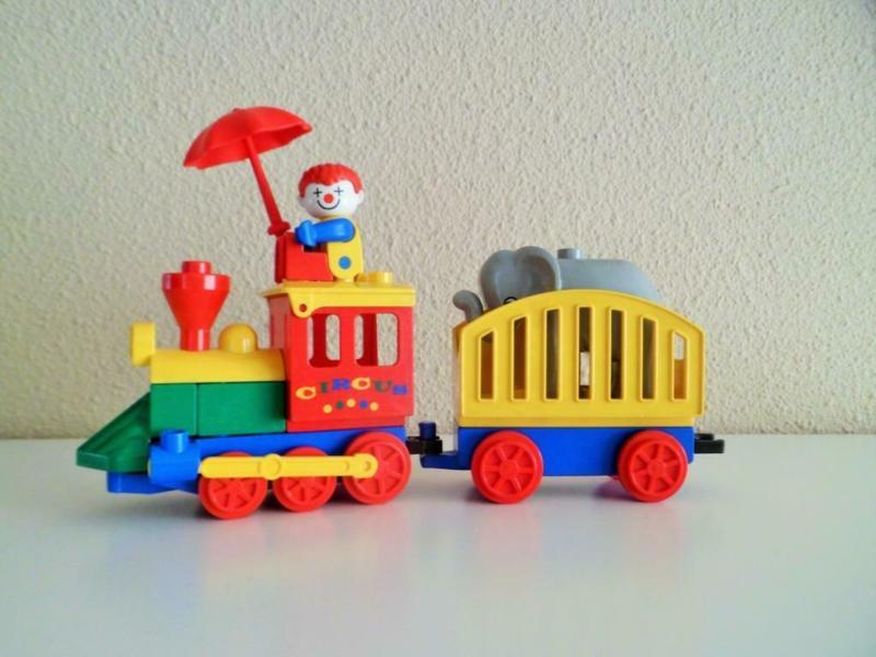 Duplo trein onderstel 2x6, blauw met rode wielen en beweegbare haak