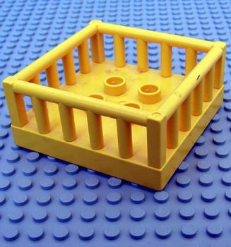 Baby box geel