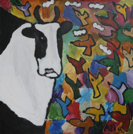 Een koe met vogels
