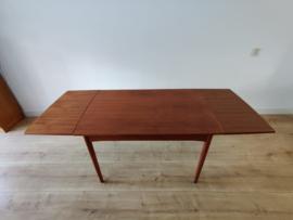 Complete set van vier vintage 'model 75' door Niels Otto Møller en een uitschuiftafel