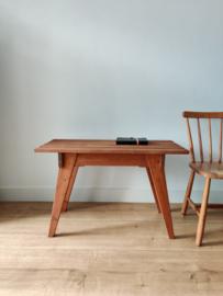 Vintage handgemaakte houten bijzettafel