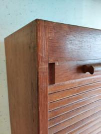 Oude rolluikkast met planken