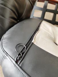 Vintage set/2 Sven Ellekaer fauteuils, zwart leer