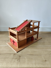Vintage houten speelgoed garage