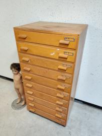 Oude XL ladekast