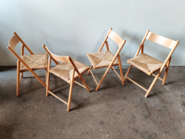Vintage set/4 klapstoelen met gevlochten zitting