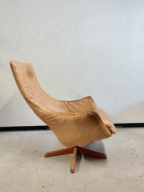Oude leren fauteuil
