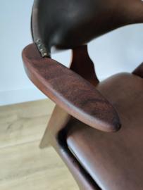 Vintage Louis van Teeffelen fauteuil voor AWA Holland cowhorn chair