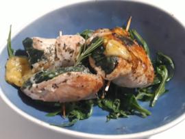 Gerolde biologische kipfilet gevuld met spinazie en kaas