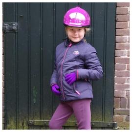 Megan mocht als verrassing voor haar verjaardag paardrijkleding uitzoeken. En ze is gek op paars!