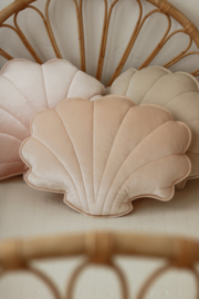 Velvet sierkussen schelp, 'Apricot Pearl' -MoiMili