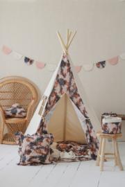 Tipi Tent 'Still here'