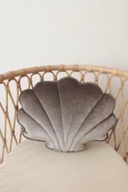 Velvet sierkussen schelp, 'Grey Pearl' -MoiMili