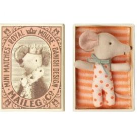 Knuffelmuis babyzusje in luciferdoosje - 8cm