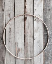 DUNNE RING OMWIKKELD MET TOUW (58 CM).