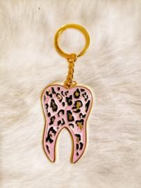 Sleutelhanger tand goud roze luipaard