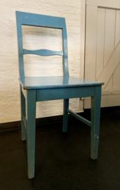 Eenvoudige houten stoel Zweeds blauw