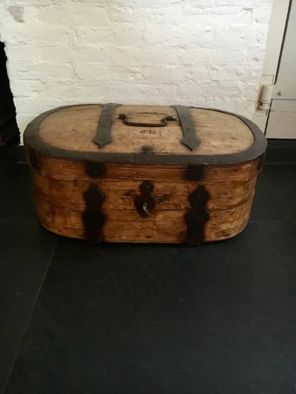 Ovale houten reiskist AMS