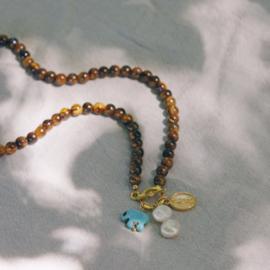 Woman tigereye necklace