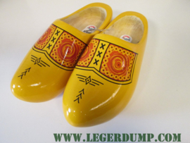 Houten klompen geel