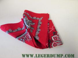 Zakdoek (boerenzakdoek) rood met grote witte roos