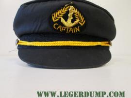 Kapiteinspet (captain) kleur zwart, met embleem