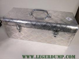 Aluminium kist breed 58 cm, hoog 27 cm, lengte 27 cm