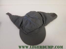 Bontmuts kleur grijs met oorflappen