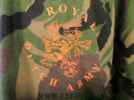 T-shirt camouflage met oranje leeuw opdruk