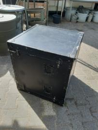 Zwart houten kist