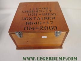 Kist van hout 27 cm breed, 15 cm hoog, 28 cm lang