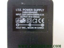 Stroom adapter input 220V-240V, 50/60HZ, 0,1A, output 9 Volt