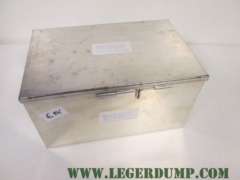 Kist (blik) 29 cm breed, 16 cm hoog, 19 cm lang