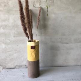 Hoge smalle bloempot  geelbruin 27x9