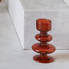 Warm rode kandelaar van glas-laag