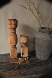 oud houten kandelaar H Vierkant