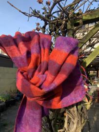 Warme omslagdoek paars gestreept