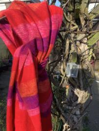 Warme omslagdoek rood gestreept