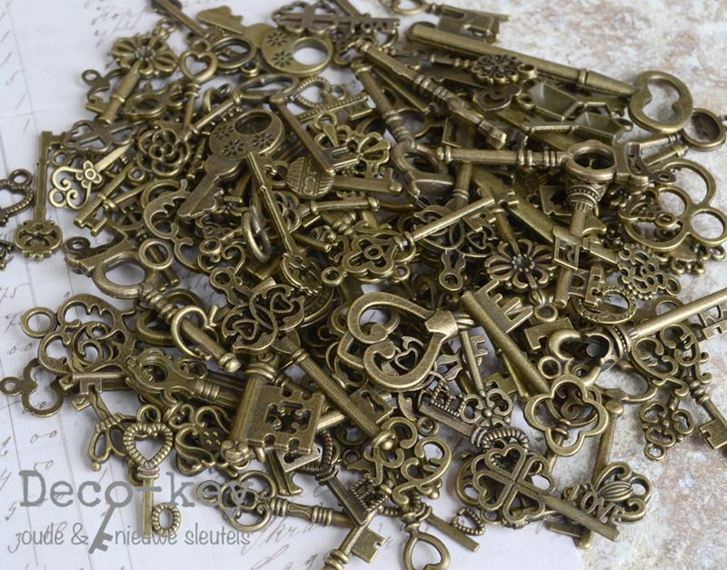 Mix bedel sleuteltjes brons. Per 20
