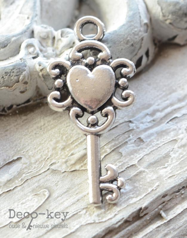 Bedel sleuteltje hartje zilver