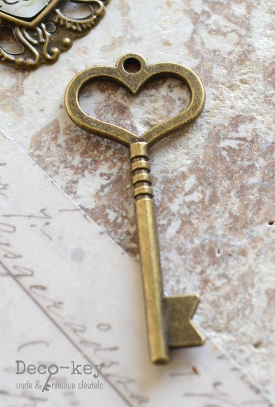 Bedel sleutel hartje brons