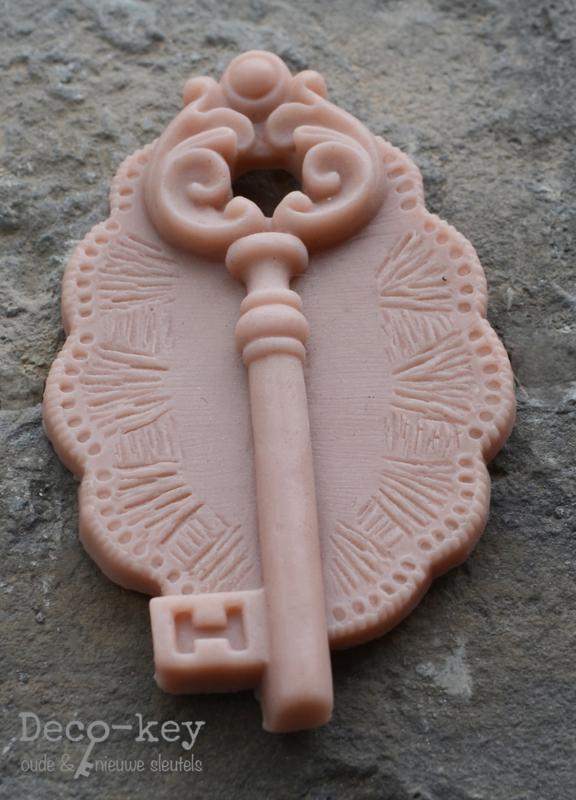 Zeepjes medaillon met een sleutel in vele kleuren. Per 2