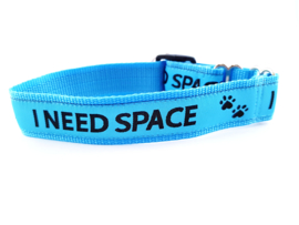 Martingale halsband blauw 'I need space',  2.5cm breed
