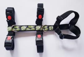Anti-ontsnappingstuigje zwart  met sierlint 'oerwoud bladeren'