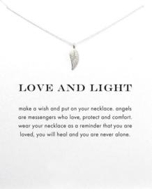 Wenskaart Love and Light - Kaart cadeau met ketting engelvleugel