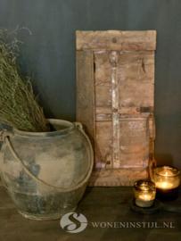 Authentiek oud deurtje/luik met Ketting uit India (1)