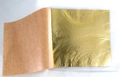 Slagmetaal goudkleur los en vast op vloei