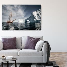 Schip tussen ijsbergen