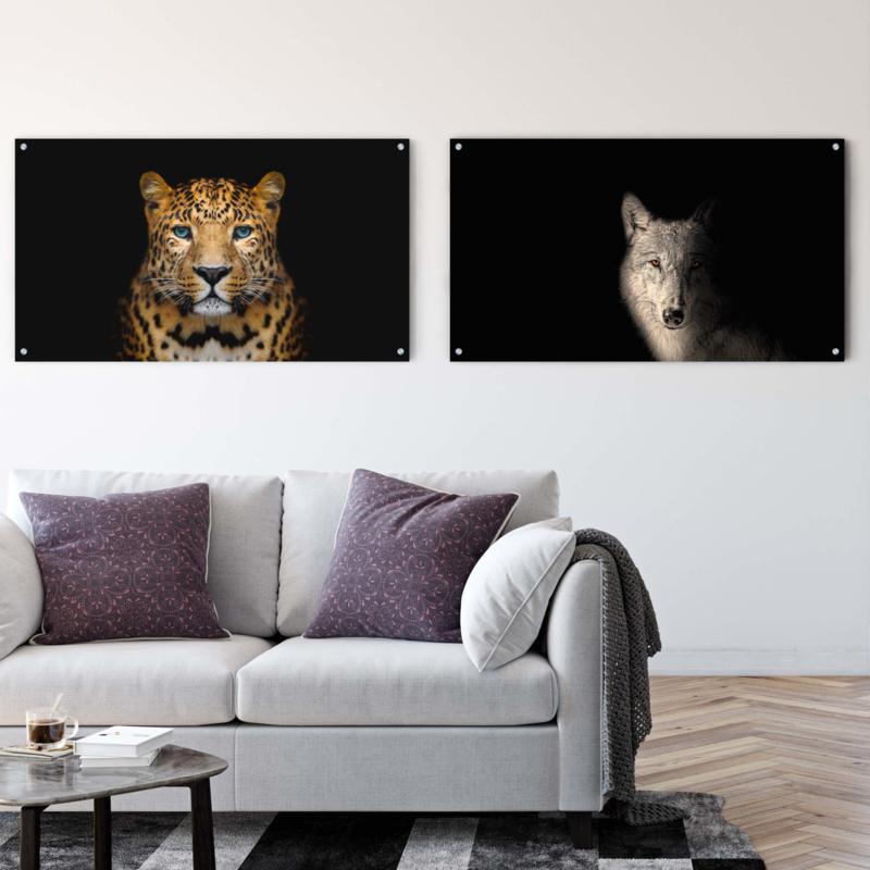 Dubbelzijdige kunst: Panter tegen zwarte achtergrond met het Portret van een wolf
